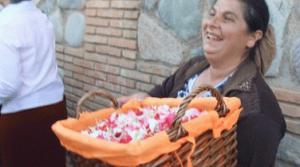 花篭を持ったヒターナのおばさん